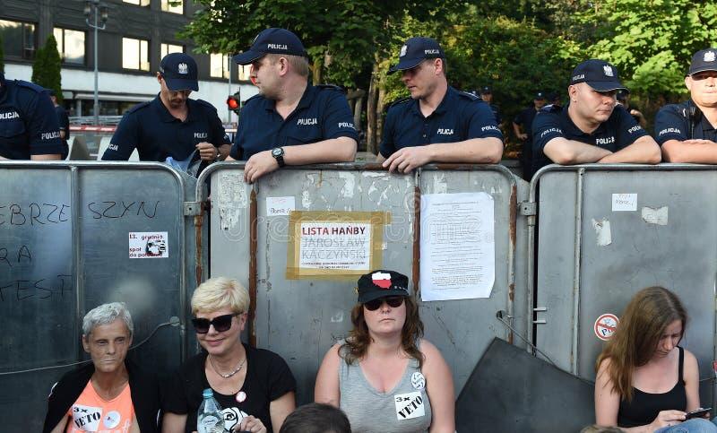 Download Proteste Gegen Regierung In Polen Redaktionelles Bild - Bild von polizei, demonstrationsmodelle: 96935825