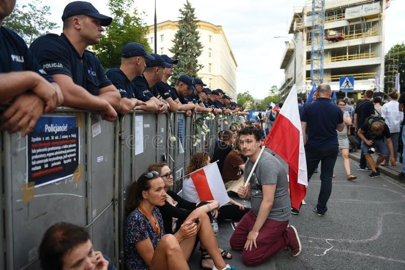 Download Proteste Gegen Regierung In Polen Redaktionelles Stockfoto - Bild von richterlich, europäisch: 96935863