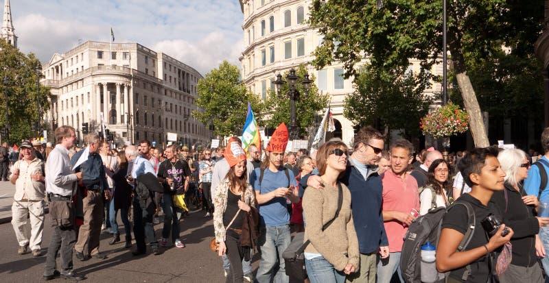 Protesteerders Maart tegen het Bezoek Londen van de Paus royalty-vrije stock afbeeldingen