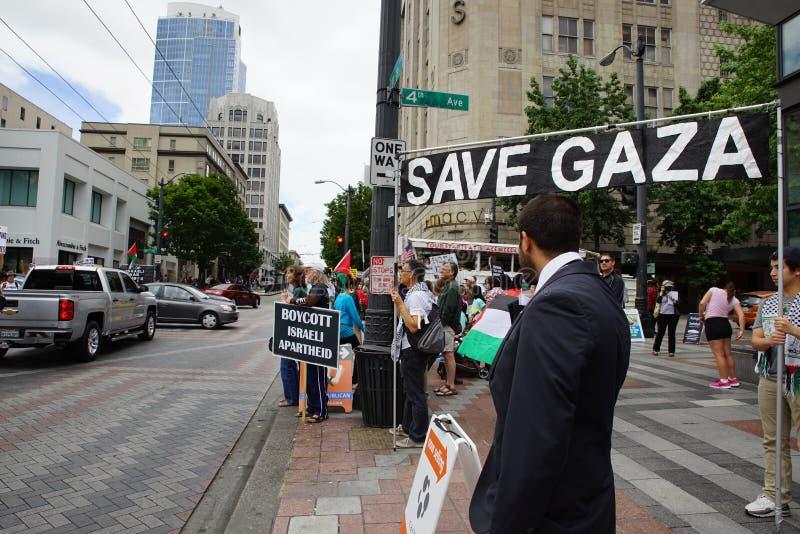 Protesteerders met sparen het teken van Gaza royalty-vrije stock foto's