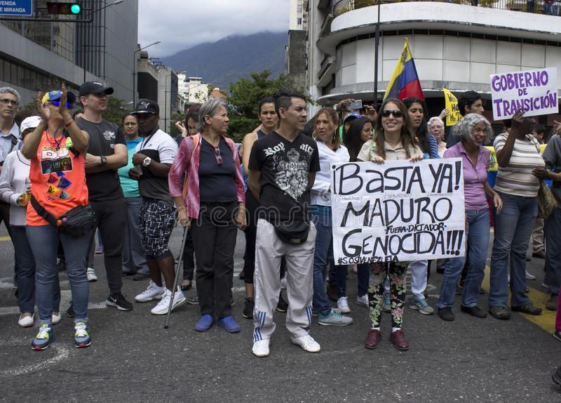 Protesteerders tegen Nicolas Maduro-dictatuur maart tot steun van Guaido royalty-vrije stock afbeelding