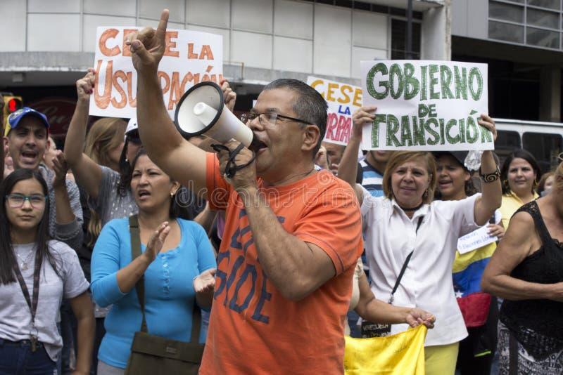 Protesteerders tegen Nicolas Maduro-dictatuur maart tot steun van Guaido royalty-vrije stock fotografie