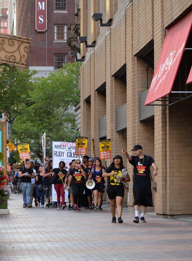 Protesteerders tijdens 2016 RNC in Cleveland Ohio Van de binnenstad stock afbeelding