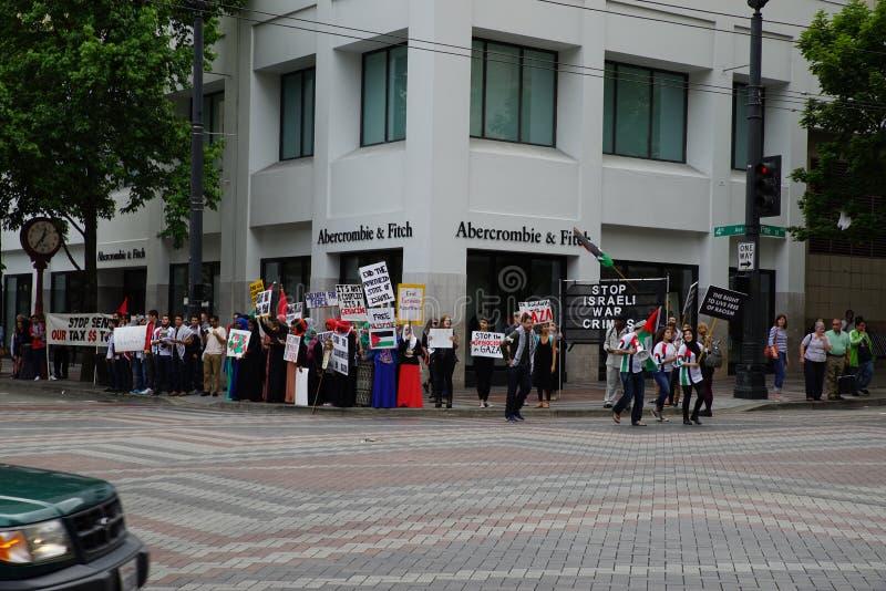 Protesteerders voor Palestina dat Israël betwist royalty-vrije stock foto
