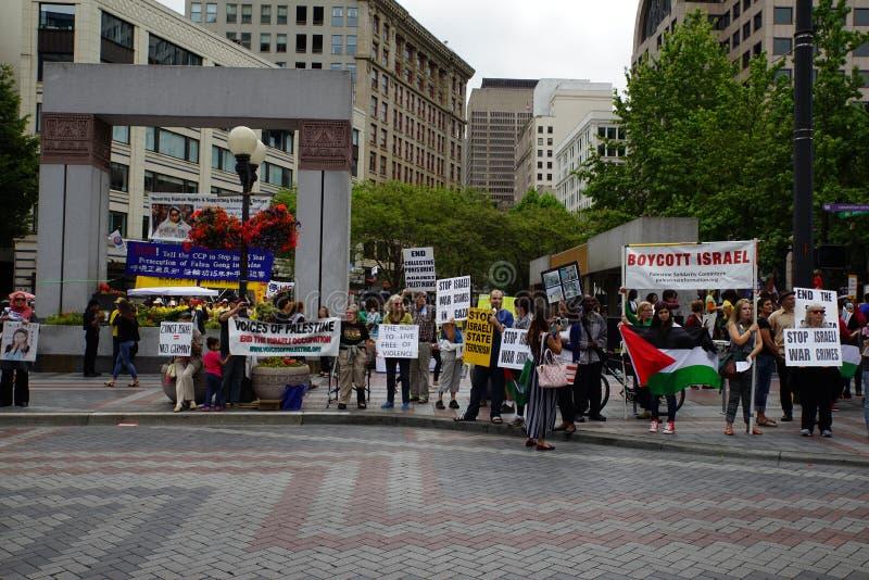 Protesteerders voor Palestina dat Israël betwist royalty-vrije stock afbeelding