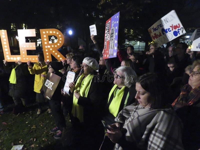 Protesteerderswho wil Mueller redden van wordt In brand gestoken royalty-vrije stock fotografie