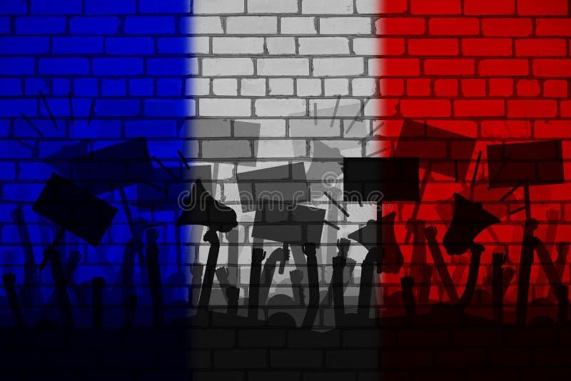 Protesten in Frankrijk Silhouet van groep mensen die met een vlag van Frankrijk als achtergrond protesteren royalty-vrije illustratie