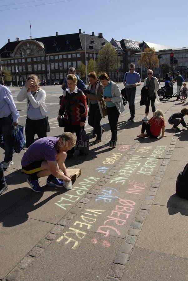 PROTESTEN OCH KÖRNINGEN FÖR FRED 2016 SAMLAR arkivbild