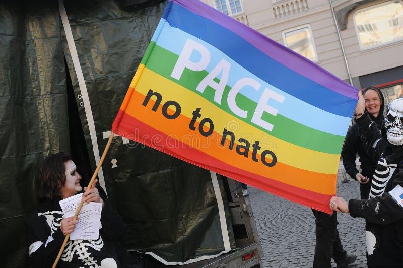 PROTESTEN SAMLAR INTE TILL NATO I KÖPENHAMNEN DANMARK royaltyfri fotografi