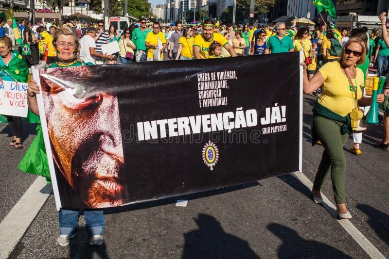 Protesten tegen Braziliaanse voorzitter stock afbeeldingen