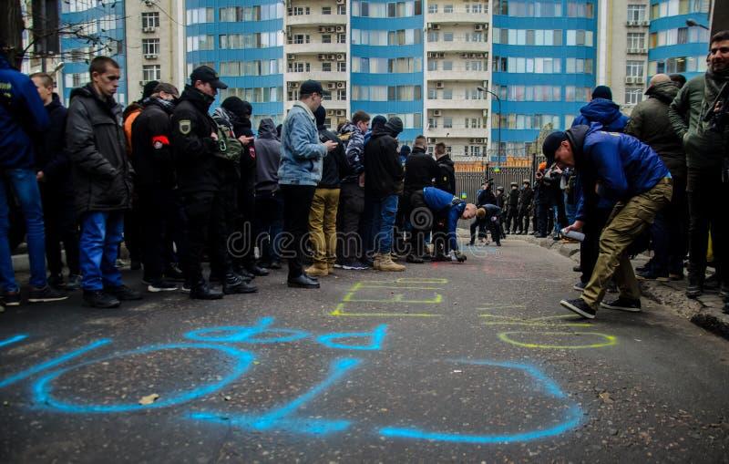 Protesten van Oekraïense patriotten dichtbij Algemeen Consulaat van Russische Federatie in Odessa tegen agressie van Rusland stock foto's
