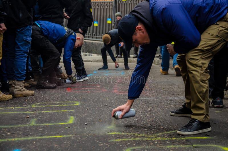 Protesten van Oekraïense patriotten dichtbij Algemeen Consulaat van Russische Federatie in Odessa tegen agressie van Rusland royalty-vrije stock afbeeldingen