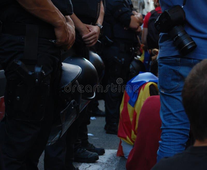 Protester för Catalan Indipendence Catalonia folkomröstning: folk som prostesting i gatorna av Barcelona Oktober 2017 arkivfoto