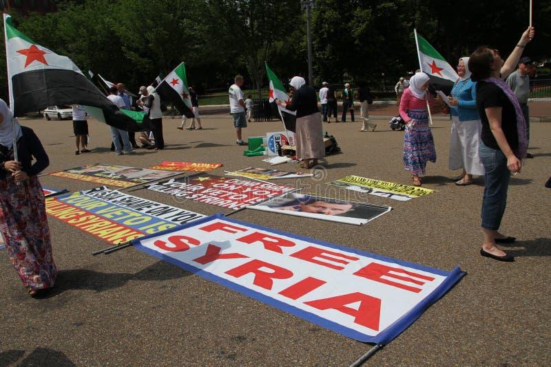 Protestera den syrianska diasporan mot Ryssland service av Assads styre royaltyfri bild