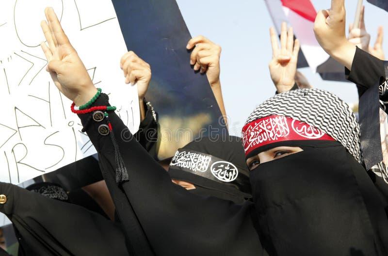 Protestera för Egypten militärt nedslag i Istanbul, T arkivbilder