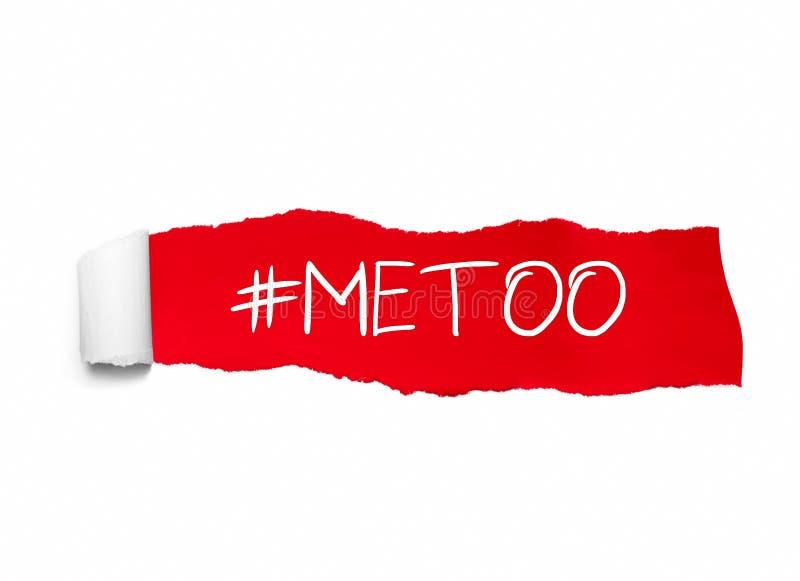 Protestera hashtag som är meToo på rivit sönder rött papper som används för aktionen mot sexuellt våld och missbruk av kvinnor royaltyfri fotografi