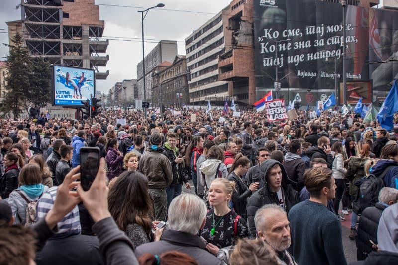 Protestera mot val av första Aleksandar Vucic som presidenten, Belgrade royaltyfria bilder
