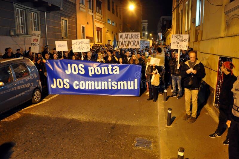Protestez contre le premier ministre Victor Ponta et le gouvernement roumain image stock