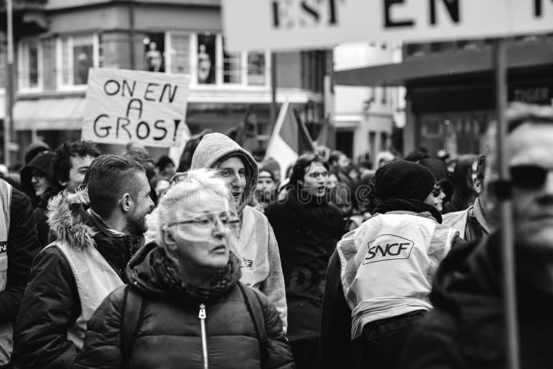 Protestieren Sie französische Regierungsschnur Macron von Reformen Schwarzem und whi lizenzfreie stockbilder
