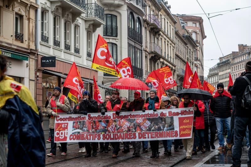 Protestieren Sie gegen französische Regierungsschnur Macron von Reformen peopl lizenzfreie stockfotos