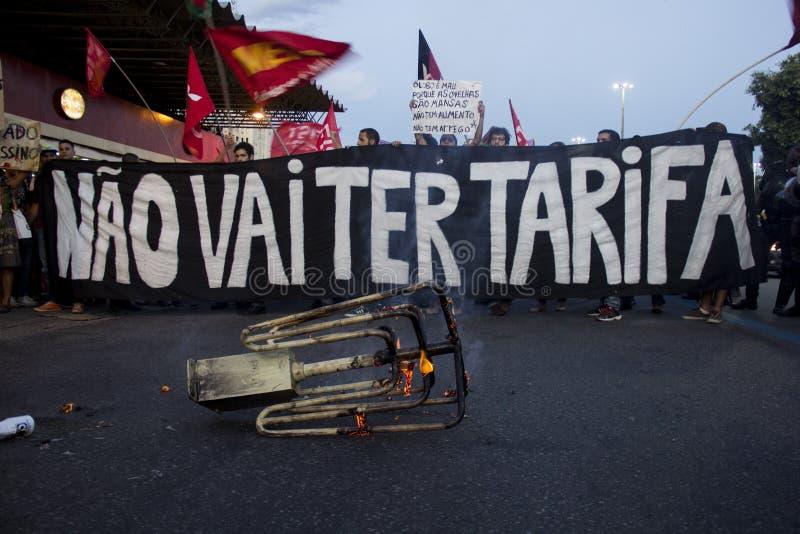 Protesto contra tarifas de ônibus de aumentação em Rio de janeiro fotografia de stock royalty free