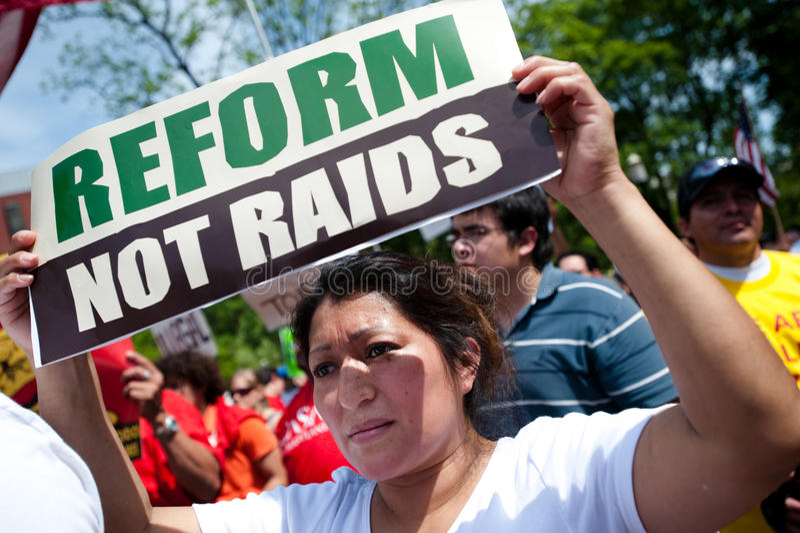 Protesto da imigração na casa branca fotografia de stock