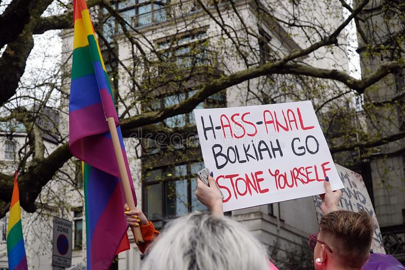 Protesto fora Dorchester hotel Londres do 6 de abril de 2019 fotografia de stock
