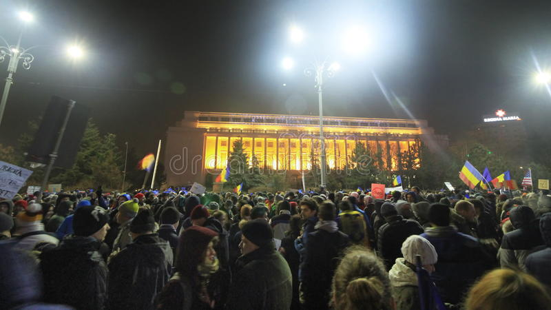 Protesto maciço em Bucareste - Piata Victoriei em 05 02 2017 imagem de stock