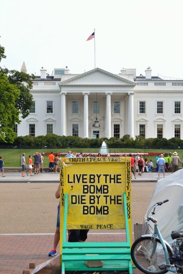 Protesto na frente da construção histórica do Washington DC imagens de stock royalty free