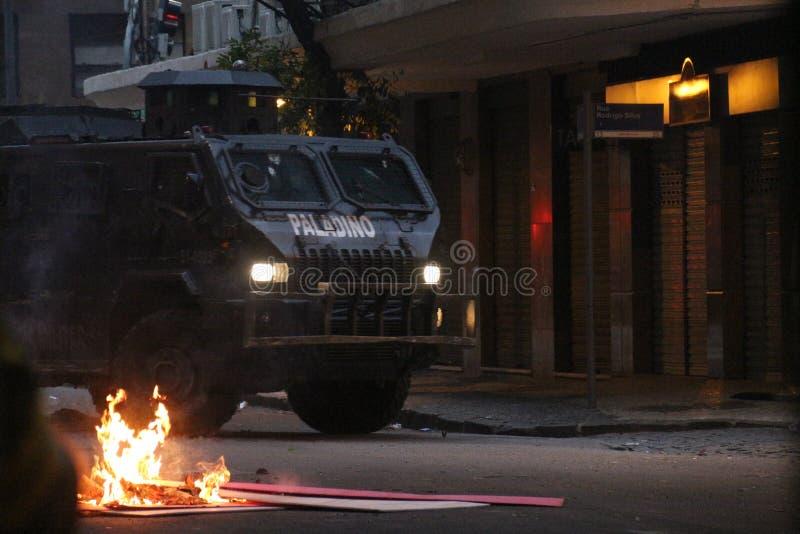Protesto violento contra o governo no Rio do centro foto de stock royalty free