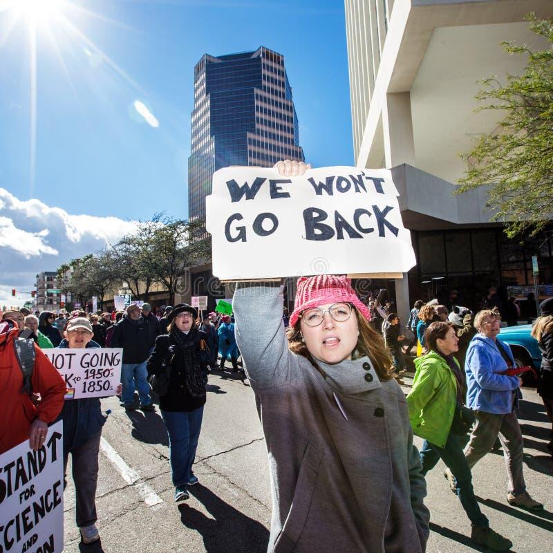 Protestor do ` s março das mulheres em Tuscon do centro, o Arizona imagens de stock royalty free