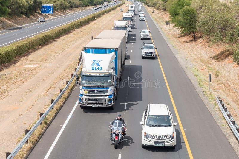 Protestors onderbrekend verkeer in Bloemfontein in protest tegen royalty-vrije stock foto's