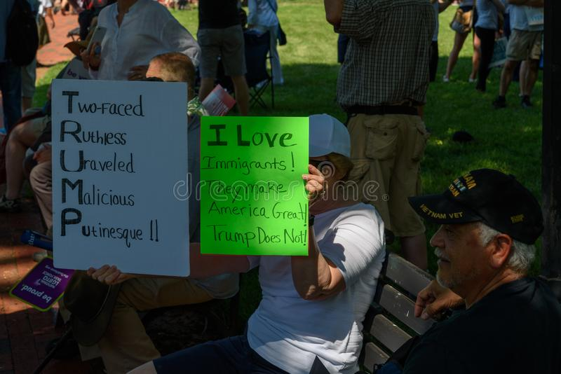 Protestors przy rodzinami Należą Wpólnie Zlotnego zdjęcie royalty free