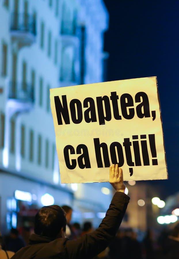 Protestos contra a lei da anistia do governo em Romênia foto de stock