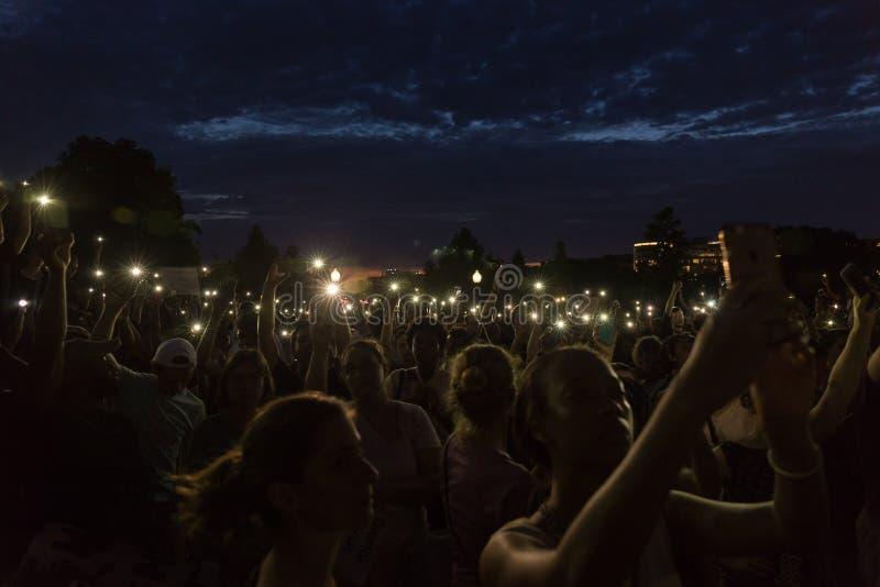 Protestos da C.C. após tiros polícia-involvidos recentes imagem de stock