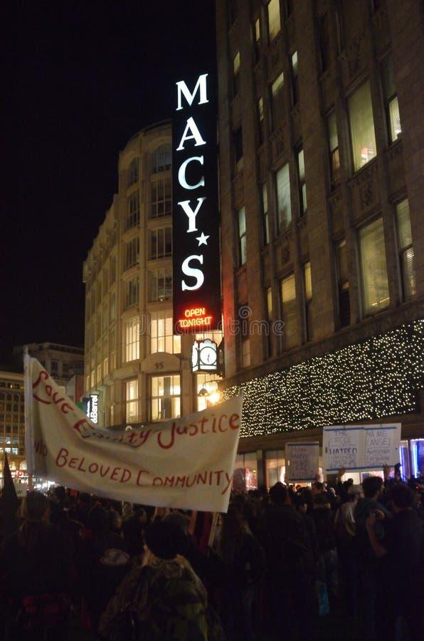 Protestos da decisão de Ferguson em San Francisco Union Square foto de stock royalty free