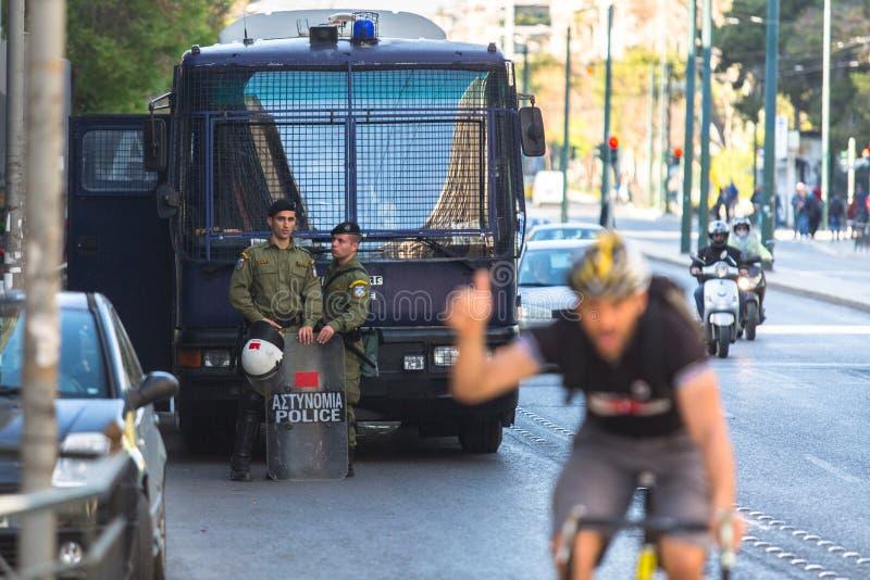 Protestos do anarquista em Atenas, Grécia foto de stock