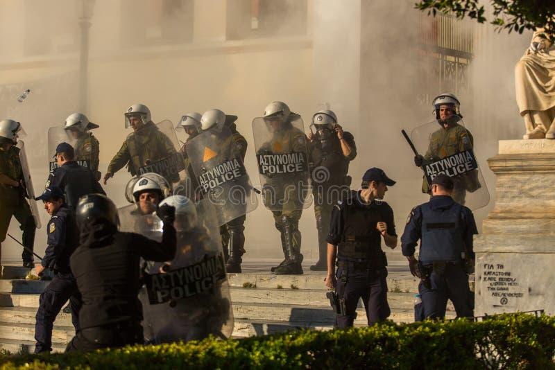 Protestos do anarquista em Atenas, Grécia imagem de stock