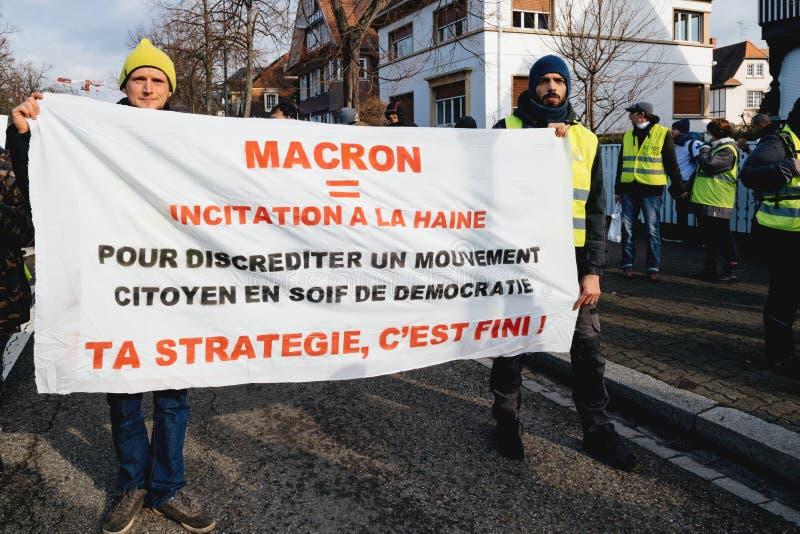 Protestujący chodzi z plakatami przeciw Emmanuel Macron obraz stock