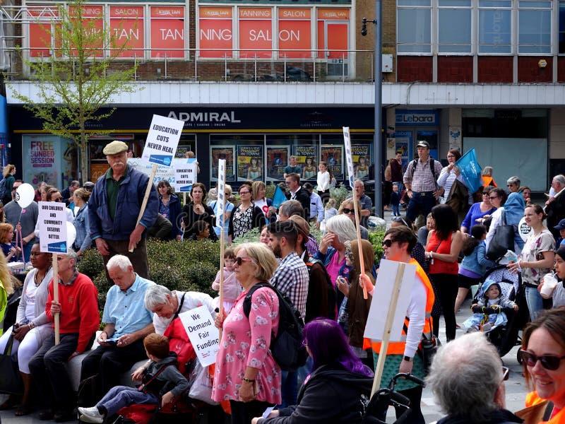 Protestujący dla Thomas Bennett college społecznego cięć budżetowych zdjęcia royalty free