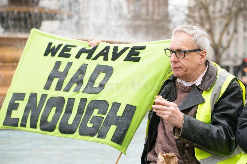 Protestujący z plakatem przy Brytania Jest Łamanego, wybór powszechny demonstratio w Londyn/Teraz obrazy royalty free