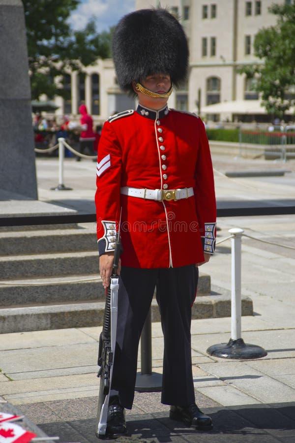 Protetor cerimonial canadense no vestido cheio foto de stock royalty free
