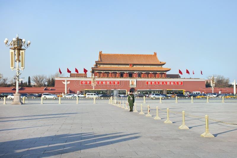 Protetor de honra na frente do museu do palácio, Pequim, China imagens de stock royalty free