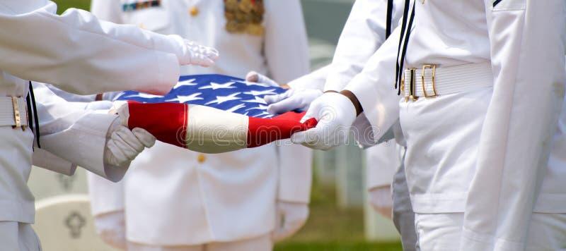 Protetor de honra naval e bandeira dos E.U. fotografia de stock royalty free