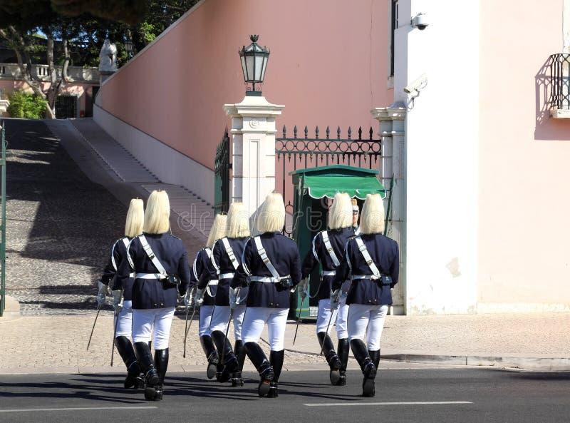 Protetor em mudança cerimonial em Belém, Lisboa foto de stock royalty free