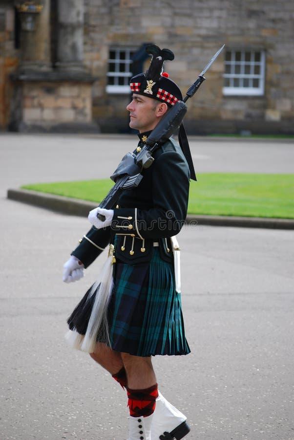 Protetor fora do palácio de Holyrood, Edimburgo, Escócia foto de stock royalty free