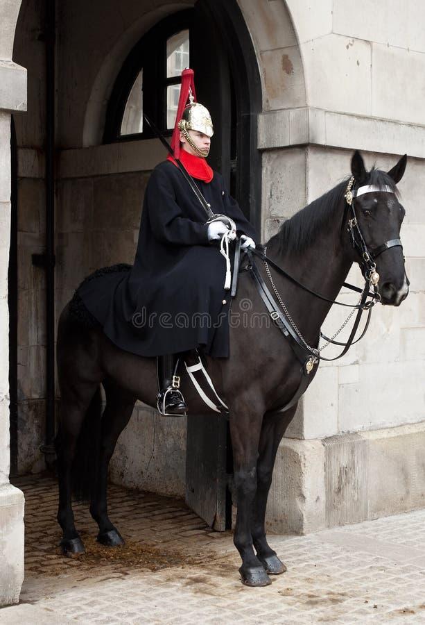 Protetor real inglês montado cavalo imagem de stock
