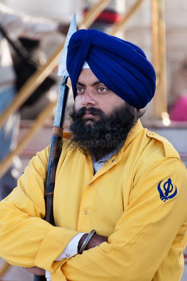 Protetor sikh no templo dourado amritsar India foto de stock