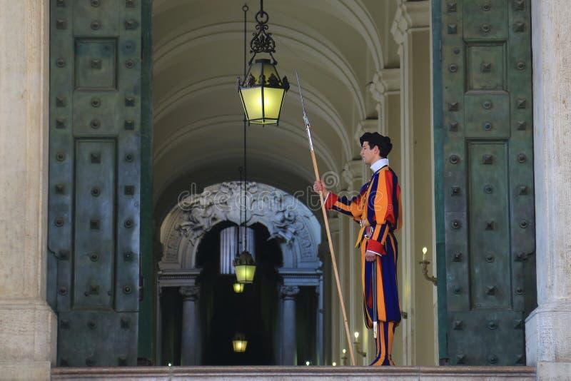 Protetor suíço pontifical da Cidade do Vaticano fotografia de stock