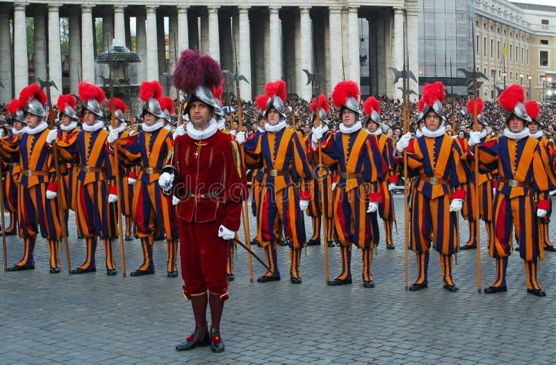 Protetores pontificais do suíço. fotografia de stock